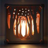 Houten lamp zonder naam: Tussen de bomen / Het Houtlokael