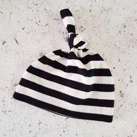 Mutsje streep zwart-wit / Raaf10