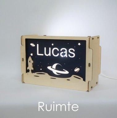Houten BOX lamp Ruimte met naam / Het Houtlokael